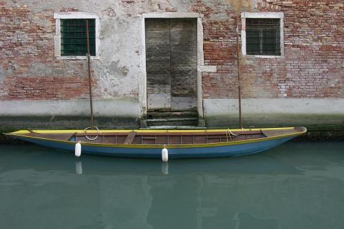 Barque jaune bleue
