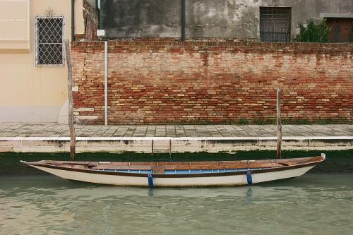 Barque blanche intérieur bleu