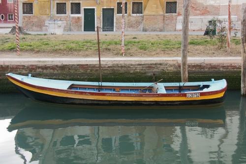 Barque colorée