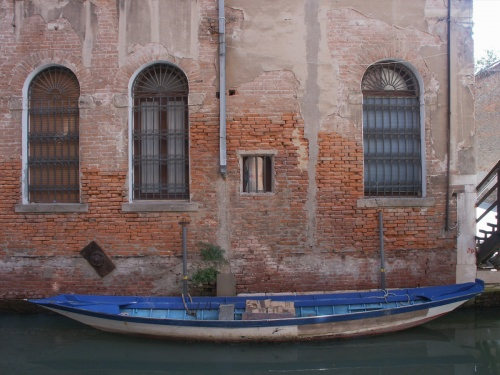 Barque lunga bleue