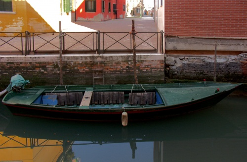 Barque vert sombre
