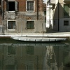 Barque couverte grise