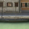 Barque grise pointue