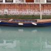 Barque bleue eau blanche